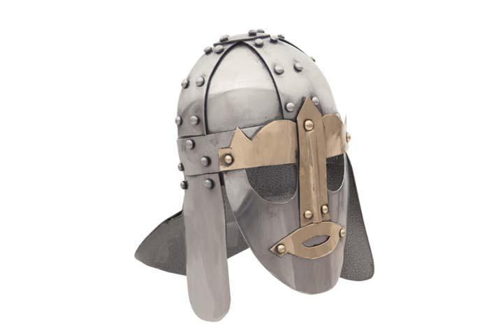 Wikingerhelm mit Maske