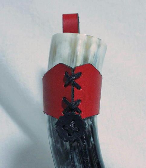 Gürtelhalterung aus Büffelleder Farbe rot