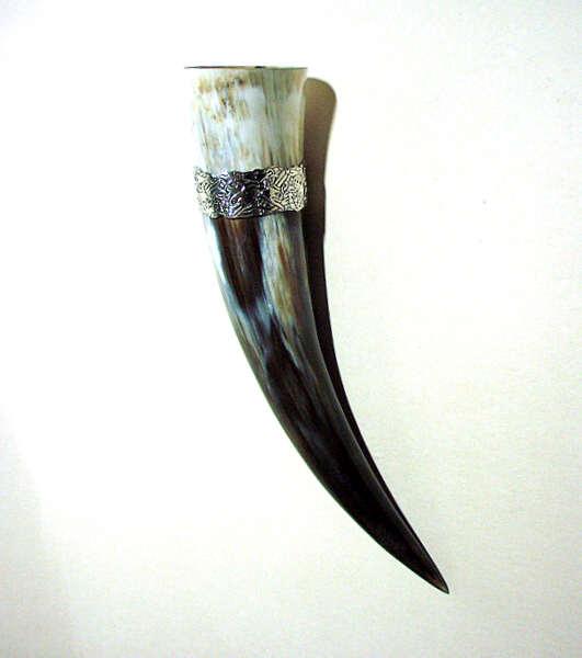 Trinkhorn mit Zinnband